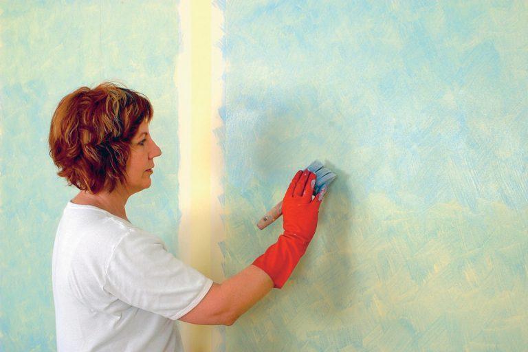 Покраска обоев в квартире