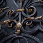 Как покрасить кованые изделия под старину: выбор материала, технология состаривания изделий из металла