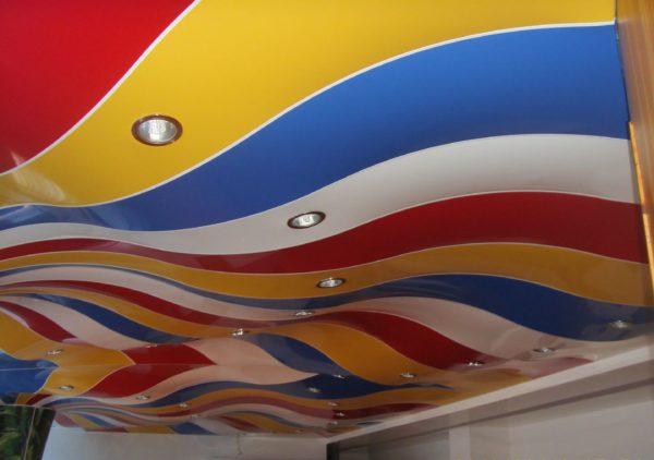Разноцветный натяжной потолок ПВХ