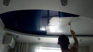 Покраска натяжного потолка
