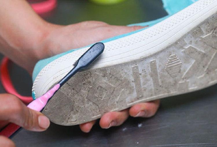 Зубная щетка для очистки подошвы обуви