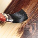 Покраска дерева водоэмульсионной краской: рекомендации по обработке поверхности
