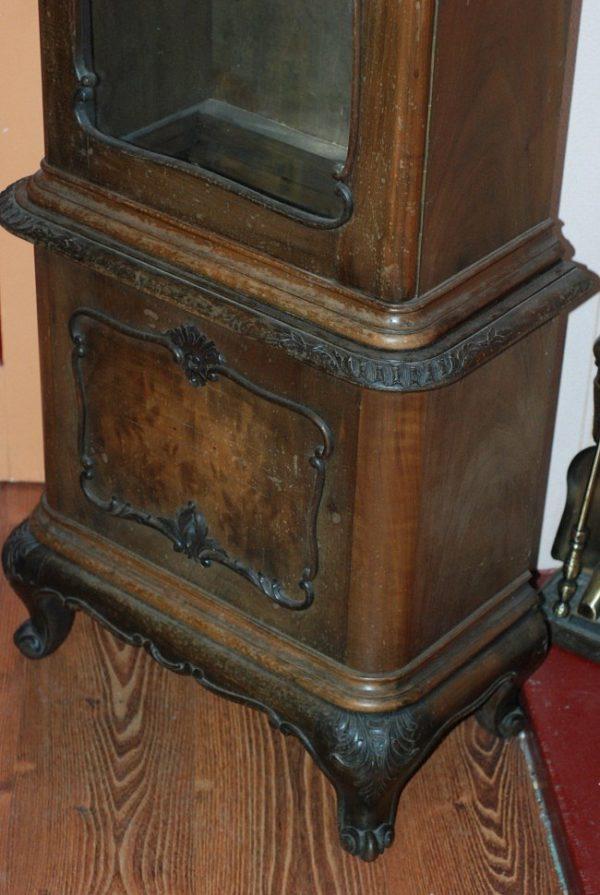 Потертости на старинной мебели