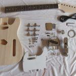Перед покраской нужно разобрать гитару