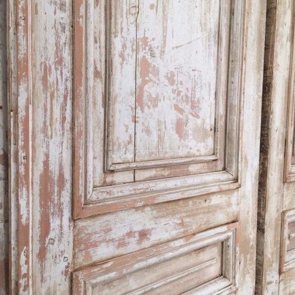 Покраска придаст дверям cвежий вид