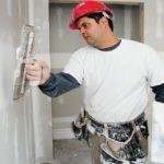 Стены нужно зашпаклевать и загрунтовать