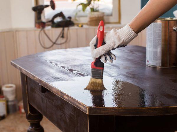 Лаковое покрытие защитит поверхность от повреждений