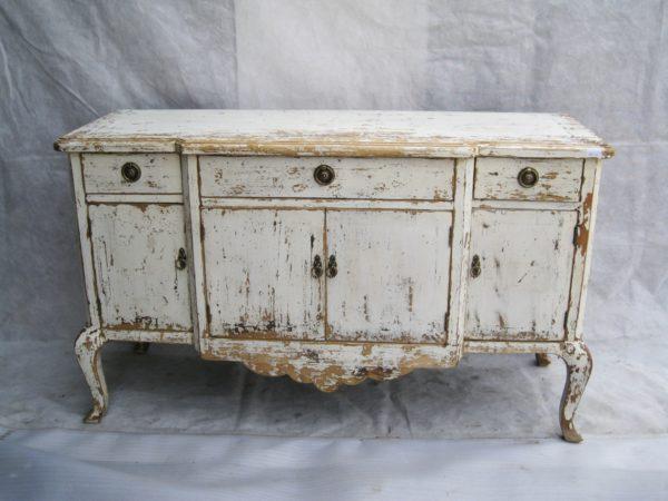 Со временем мебель теряет свою привлекательность