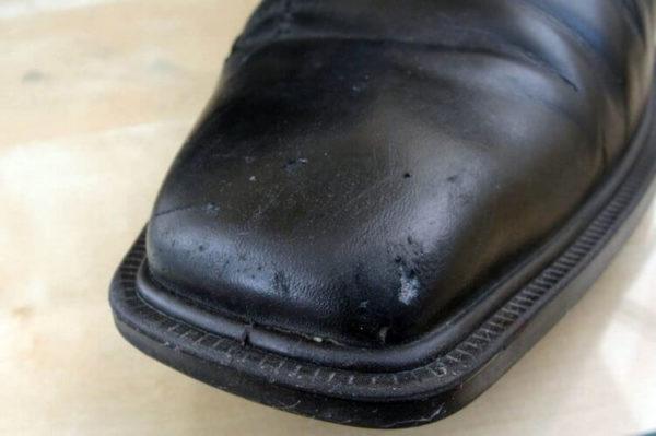 Со временем обувь теряет свой вид