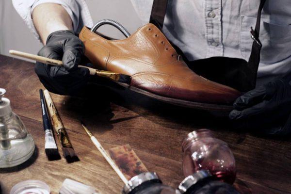 Покраска кожаной обуви