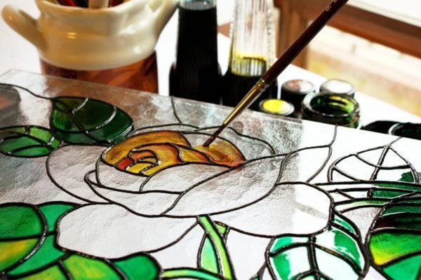 Процесс росписи стекла