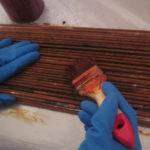 Процесс покраски трубочек