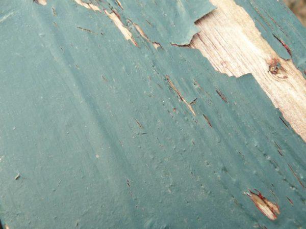 Вздувшаяся краска не позволит хорошо покрасить дверь