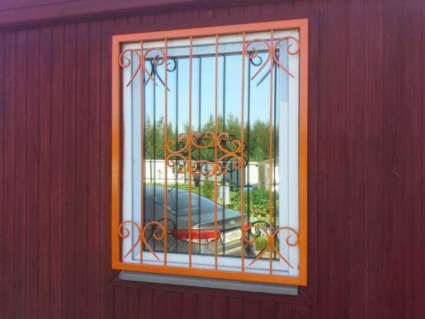 Покраска решёток на окнах у себя дома: советы новичкам
