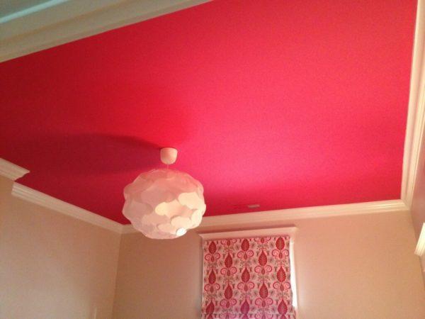 Способы удаления краски с потолка