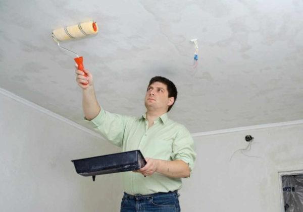 Для удаления краски можно использовать специальные растворы
