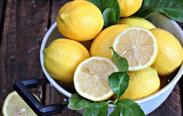 Лимоны помогут убрать оставшиеся испарения