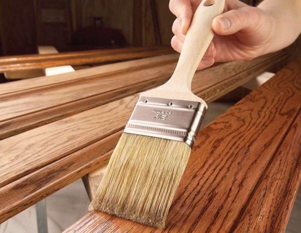 Масляная краска хорошо подходит для покраски древесины