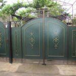 Покраска металлических ворот у себя дома: советы новичкам