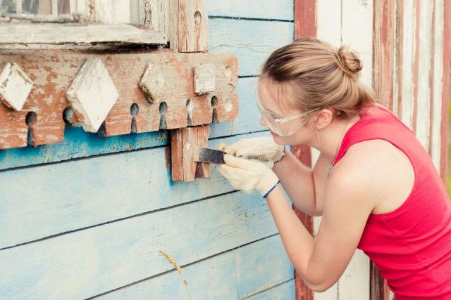 Снятие краски с деревянной поверхности